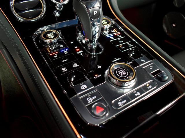 GT MY2020/1オーナ/MullinerDスペック/Naimオーディオ/ローテティングディスプレイ/ブラックライン/ツーリング・シティ・コンフォートシート・ムードライティング/Diamondローレット(60枚目)