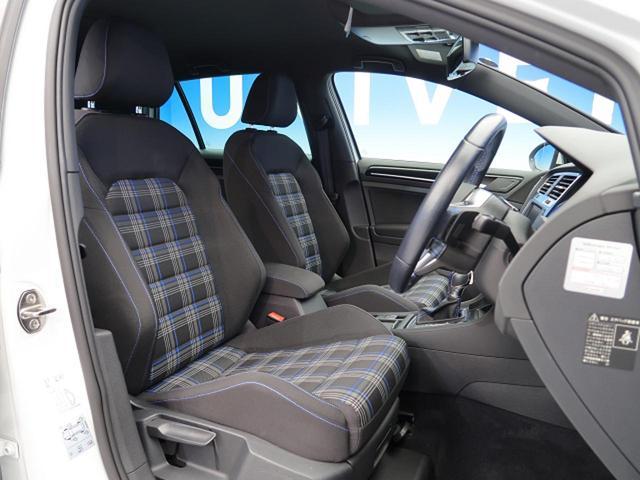 ●ファブリックシート『デザインや質感など、細部まで貫かれたこだわりが快適な着座感を実現します。またシートの高さやステアリング位置は、運転姿勢に合わせてきめ細かく調整できます。』