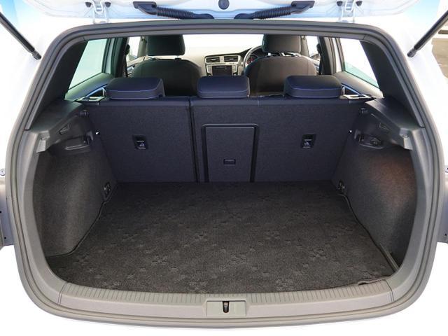 ●広々としたトランクフロアを装備!荷物を載せたりなど使用用途は多彩です。
