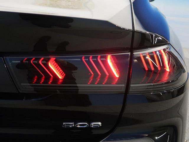 GT ブルーHDi ワンオーナー フルパッケージ サンルーフ ナッパ黒革 ACC フルLED アクティブブレーキアシスト ブラインドスポットモニター  レーンキープアシスト 純正SDナビ(74枚目)