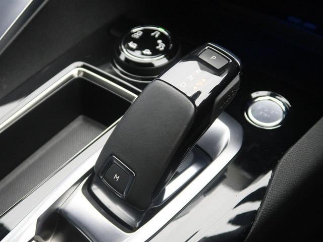GT ブルーHDi パノラミックサンルーフ 衝突軽減ブレーキ アクティブクルーズコントロール フルLEDヘッドライト 純正ナビ フルセグTV バックカメラ ETC 電動リアゲート ハーフレザーシート 革巻きステアリング(12枚目)