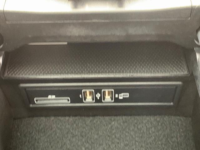 C200 ステーションワゴン スポーツ本革仕様 パノラマルーフ・レザーエクスクルーシブP・デジタル液晶メーター・ヘッドアップディスプレイ・Burmesterサウンド・パワーシート・シートヒーター(12枚目)
