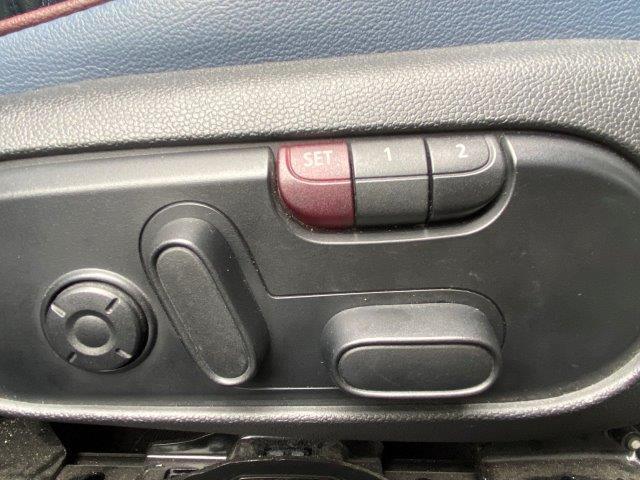 クーパー クラブマン インディゴ革 バックカメラ PDC ペッパーパッケージ シートヒーター スポーツシート LEDヘッドライト 純正HDDナビ アイドリングストップ ブラックルーフ ETC ブラックルーフ F54(49枚目)
