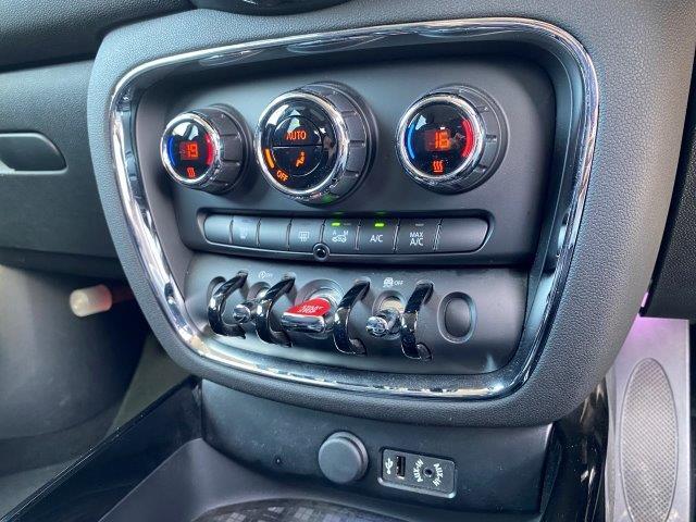 クーパー クラブマン ペッパーパッケージ スマートキー 純正HDDナビ LEDヘッドライト ミラー一体型ETC アイドリングストップ シルバールーフ/ミラー 純正アルミホイール LEDフォグ Bluetooth接続 F54(17枚目)