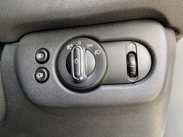 クーパー クラブマン ペッパーパッケージ スマートキー 純正HDDナビ LEDヘッドライト ミラー一体型ETC アイドリングストップ シルバールーフ/ミラー 純正アルミホイール LEDフォグ Bluetooth接続 F54(35枚目)