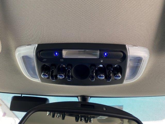 クーパー クラブマン ペッパーパッケージ スマートキー 純正HDDナビ LEDヘッドライト ミラー一体型ETC アイドリングストップ シルバールーフ/ミラー 純正アルミホイール LEDフォグ Bluetooth接続 F54(36枚目)