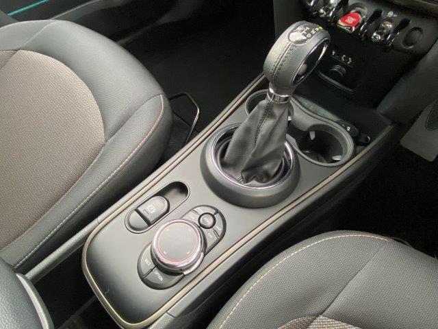 クーパーD クロスオーバー オール4 1オーナー 弊社下取車 ドライバーアシスト アクティブクルーズ バックカメラ PDC ペッパーパッケージ 衝突被害軽減ブレーキ タッチパネル式HDDナビ LEDヘッドライト シートヒーター F60(18枚目)