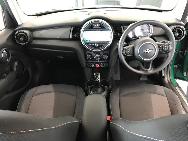 ヴィクトリア ナビパッケージ 純正15インチアルミホイール フロントアームレスト クロームラインエクステリア LEDヘッドライト 純正HDDナビ ユニオンジャックテールランプ 専用サイドスカットル 認定保証(14枚目)