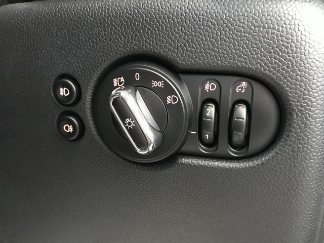 ヴィクトリア ナビパッケージ 純正15インチアルミホイール フロントアームレスト クロームラインエクステリア LEDヘッドライト 純正HDDナビ ユニオンジャックテールランプ 専用サイドスカットル 認定保証(21枚目)