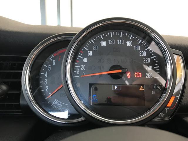 ヴィクトリア ナビパッケージ 純正15インチアルミホイール フロントアームレスト クロームラインエクステリア LEDヘッドライト 純正HDDナビ ユニオンジャックテールランプ 専用サイドスカットル 認定保証(32枚目)