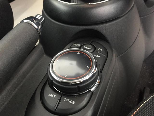 クーパー ナビパッケージ スポーツレザーステアリング LEDヘッドライト LEDフォグランプ ライトパッケージ ワンオーナー ブラックルーフ ホワイトウィンカー クロームインテリア(33枚目)