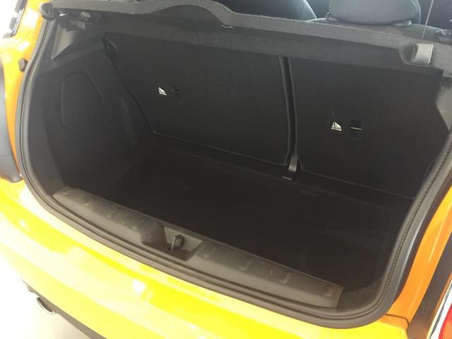 クーパー ナビパッケージ スポーツレザーステアリング LEDヘッドライト LEDフォグランプ ライトパッケージ ワンオーナー ブラックルーフ ホワイトウィンカー クロームインテリア(43枚目)