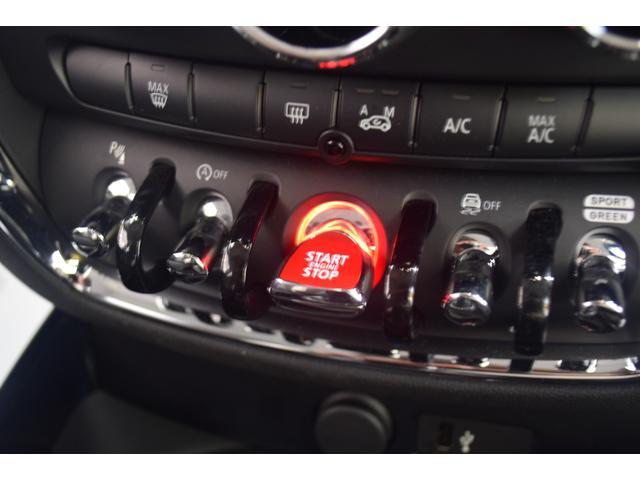 クーパーD クラブマン 弊社デモカー バックカメラ スマートキー 衝突被害軽減ブレーキ アクティブクルーズコントロール 純正タッチ式ナビ ユニオンジャックテールランプ LEDヘッドライト Bluetooth接続機能(19枚目)