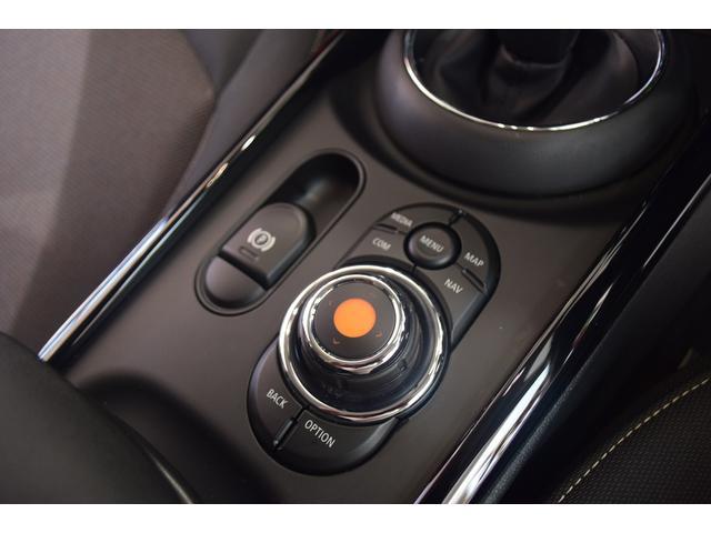 クーパーD クラブマン 弊社デモカー バックカメラ スマートキー 衝突被害軽減ブレーキ アクティブクルーズコントロール 純正タッチ式ナビ ユニオンジャックテールランプ LEDヘッドライト Bluetooth接続機能(22枚目)