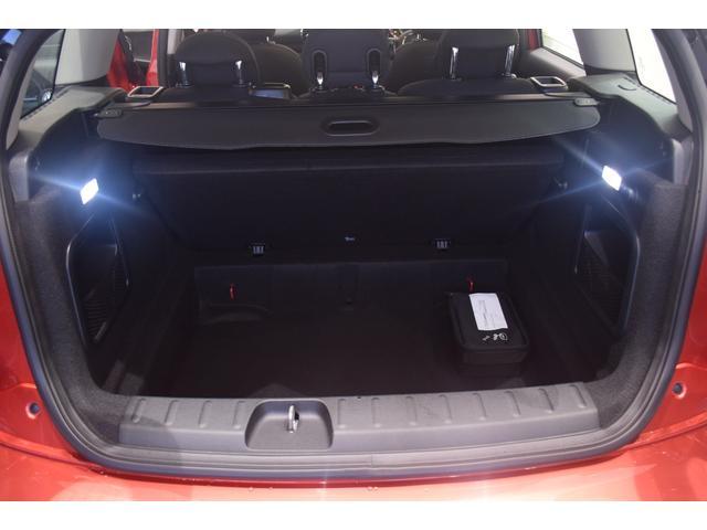 クーパーD クラブマン 弊社デモカー バックカメラ スマートキー 衝突被害軽減ブレーキ アクティブクルーズコントロール 純正タッチ式ナビ ユニオンジャックテールランプ LEDヘッドライト Bluetooth接続機能(43枚目)