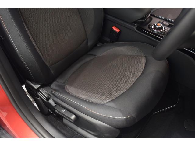 クーパーD クラブマン 弊社デモカー バックカメラ スマートキー 衝突被害軽減ブレーキ アクティブクルーズコントロール 純正タッチ式ナビ ユニオンジャックテールランプ LEDヘッドライト Bluetooth接続機能(47枚目)
