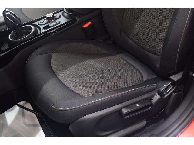 クーパーD クラブマン 弊社デモカー バックカメラ スマートキー 衝突被害軽減ブレーキ アクティブクルーズコントロール 純正タッチ式ナビ ユニオンジャックテールランプ LEDヘッドライト Bluetooth接続機能(50枚目)