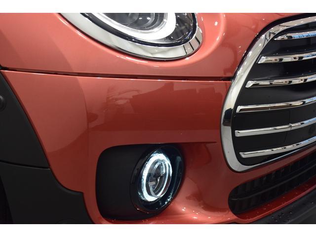 クーパーD クラブマン 弊社デモカー バックカメラ スマートキー 衝突被害軽減ブレーキ アクティブクルーズコントロール 純正タッチ式ナビ ユニオンジャックテールランプ LEDヘッドライト Bluetooth接続機能(60枚目)