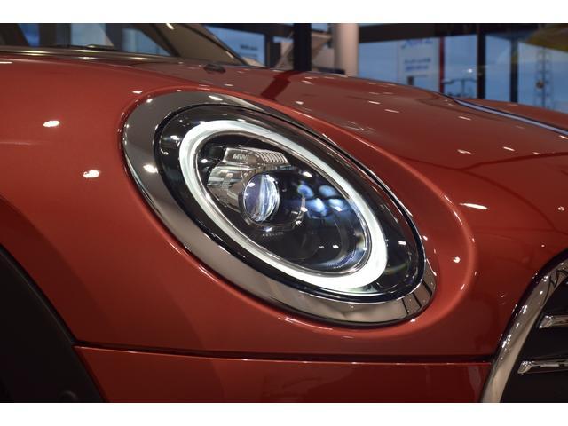 クーパーD クラブマン 弊社デモカー バックカメラ スマートキー 衝突被害軽減ブレーキ アクティブクルーズコントロール 純正タッチ式ナビ ユニオンジャックテールランプ LEDヘッドライト Bluetooth接続機能(61枚目)