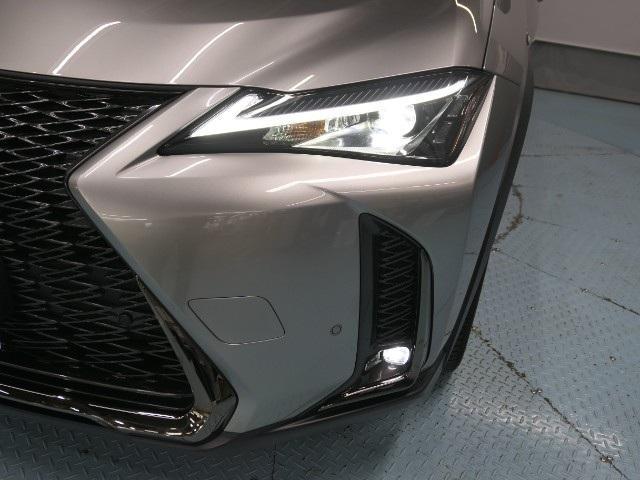 「レクサス」「UX」「SUV・クロカン」「大阪府」の中古車22
