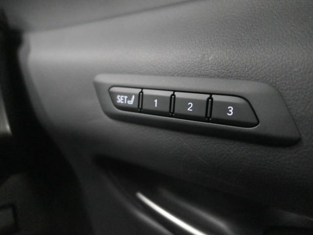 「レクサス」「UX」「SUV・クロカン」「大阪府」の中古車19