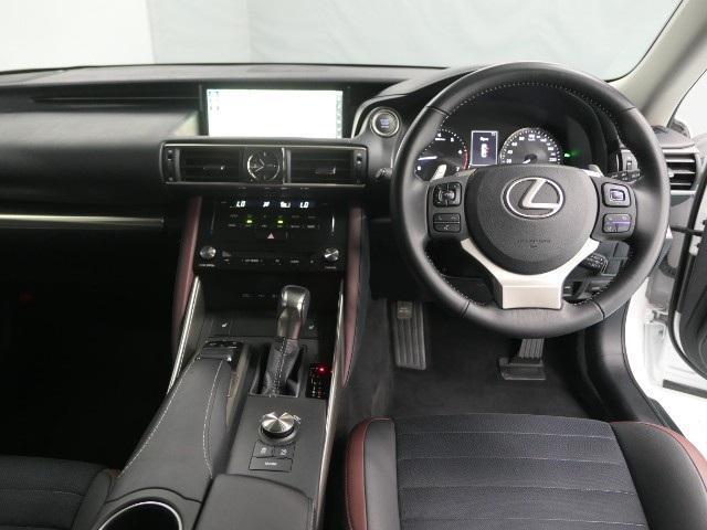 IS200t ヒョウジュン LEXUS認定中古車(8枚目)