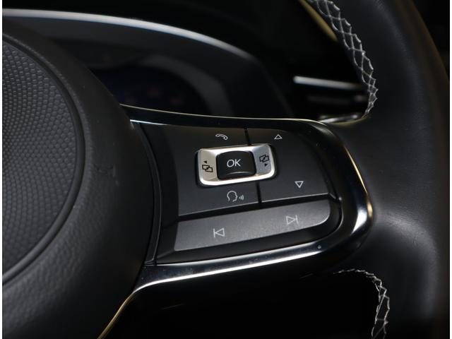 マルチファンクションステアリングは、ステアリングから手を離さずオーディオ操作等でき、安全なドライビングサポートをします。
