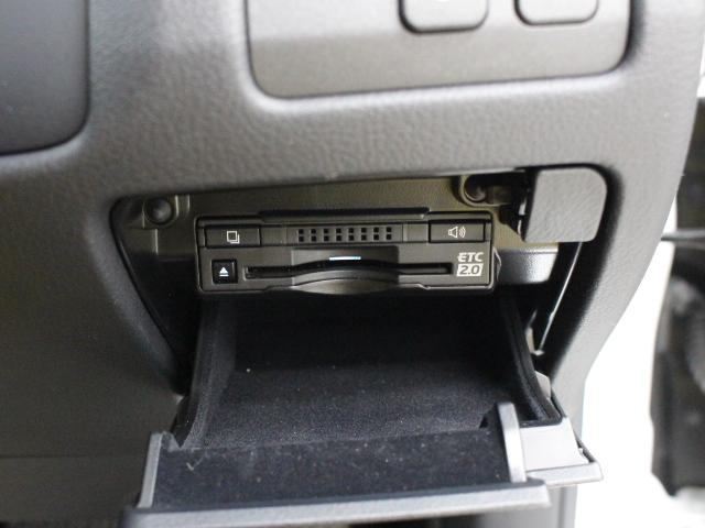 路上に設置されたインフラ設備との双方向通信を行うETC2.0ユニットを搭載!高速道路の進行先の渋滞情報や、停止車両などを画面表示や音声で提供します。