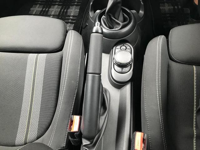 クーパーS 正規ディーラー車 純正LEDヘッドライト 純正LEDフォグライト 純正HDDナビパッケージ 純正ブラックホイール ブラックルーフ ミラーETC LEDパッケージ プッシュスタート(26枚目)