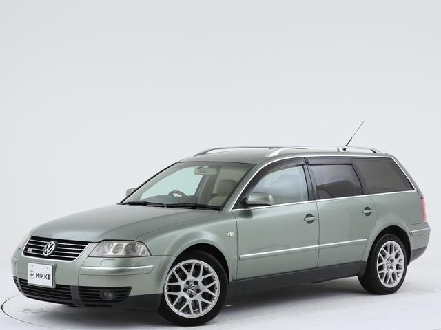 フォルクスワーゲン W8 4モーション ユーザー様買取車両/稀少ボディーカラー/左右W出しマフラー/ルーフレール/本革シート/純正DVDナビ/ETC/木目ハンドル
