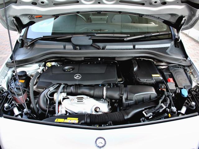 コンパクトで力強いエンジンを搭載。エンジンルームも綺麗な状態の車両です。別途、エンジン洗浄(吸気系・燃焼室)RECS+F1を施工すれば、燃費の改善とスムースなエンジンフィーリングが期待出来ます。