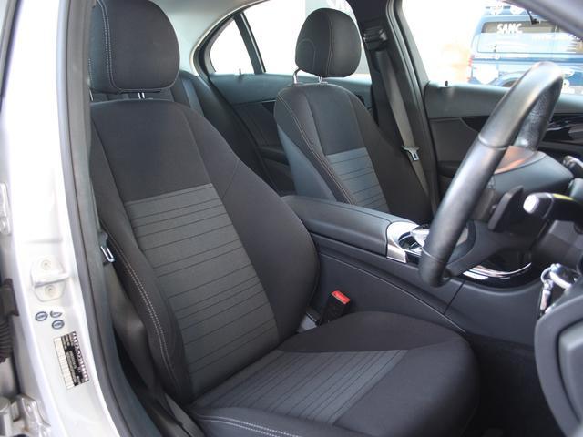 フロントシートもキレイな状態を保っています。リクライニング機能と高低調整はパワーシートになっております。