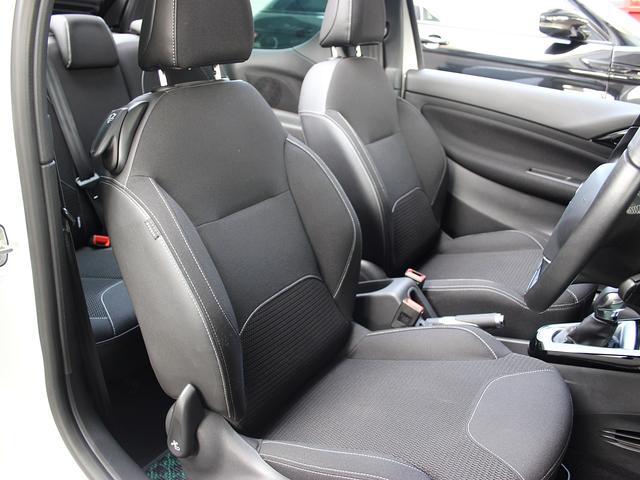 運転席シートに破れ等はございません。
