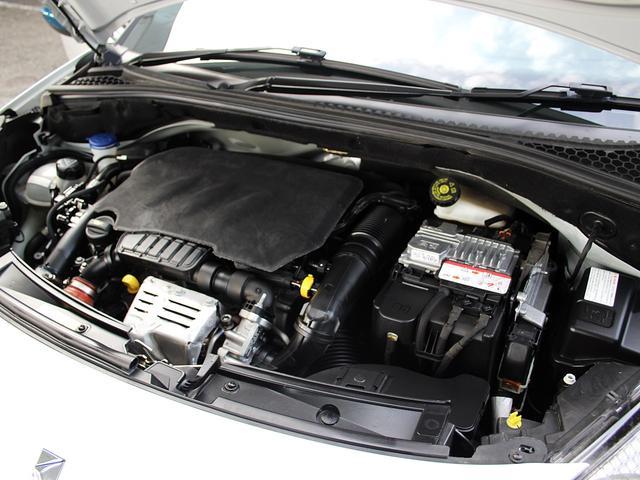 綺麗なエンジンルームです。エンジンに異音やオイル漏れ、滲み等もございませんのでご安心下さい。