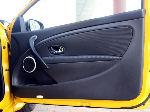 ルノースポール トロフィー ディーラー車 1オーナー 右H 6速MT アイドリングストップ ブレンボ製レッドキャリパー 純正レカロシート 純正18インチアルミ キセノンヘッドライト クルーズコントロール ETC キーレス(65枚目)