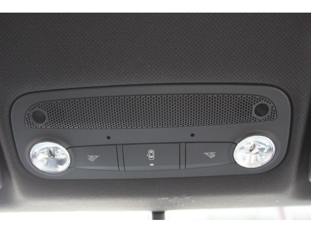 1.8TFSI S-ラインパッケージ(フロントスポーツシート 専用バンパー 18インチアルミホイール ドアシルプレート リヤディフューザー ディンプルタイプ本革巻きセレクターノブ) キセノンヘッドライト ETC(10枚目)