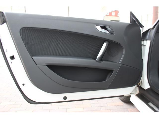 1.8TFSI S-ラインパッケージ(フロントスポーツシート 専用バンパー 18インチアルミホイール ドアシルプレート リヤディフューザー ディンプルタイプ本革巻きセレクターノブ) キセノンヘッドライト ETC(45枚目)
