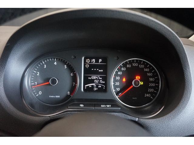 メーター内のディスプレイに様々な車の情報を表示します。最小限の視線移動でドライビングに役立つ情報が得られます