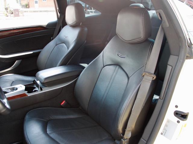 座り心地の良い黒革パワーシート 可動域が広いので 大柄な方から小柄な女性までぴったりなポジションで運転できます