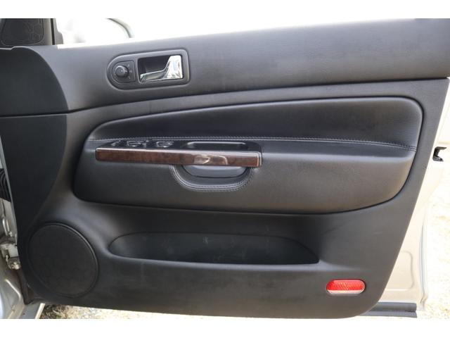 運転席ドア内張りです。GTX用のレザーの内張りになります。