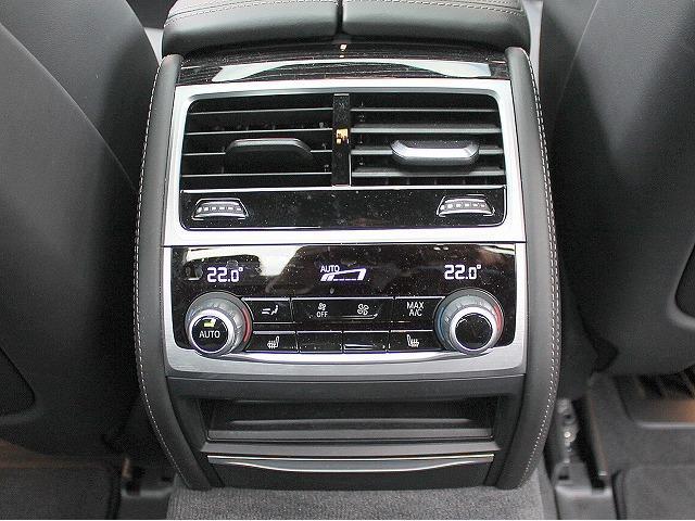 740d xDrive MスポーツレーザーライトSR黒革(12枚目)