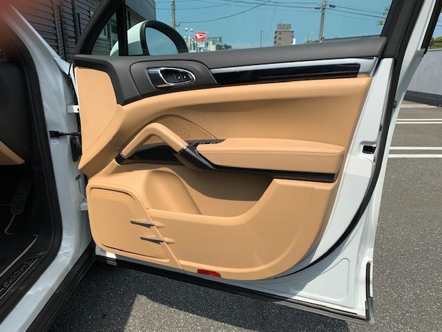 プラチナエディション ティプトロニックS 4WD シートヒー(8枚目)