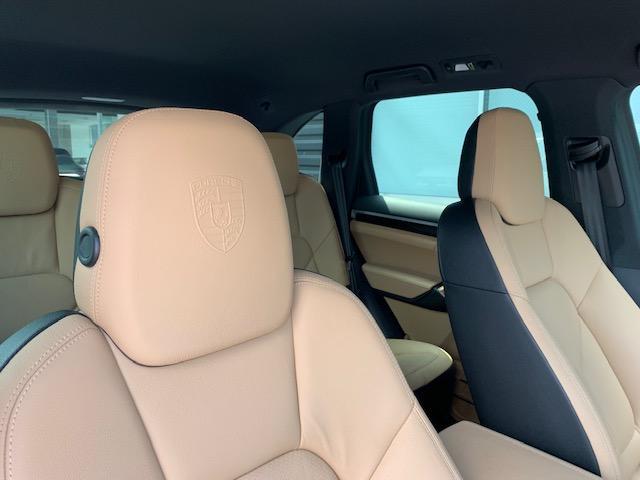 プラチナエディション ティプトロニックS 4WD シートヒー(10枚目)