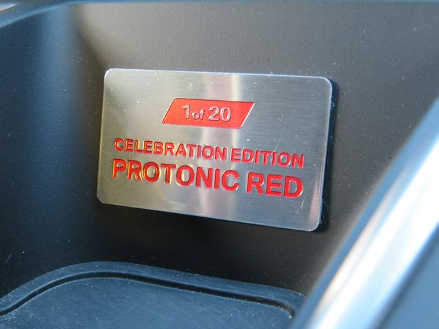 エディション・ネームの入った専用ドア・シル・プレートやシリアル・ナンバー入り専用インテリア・バッヂが設置されています。