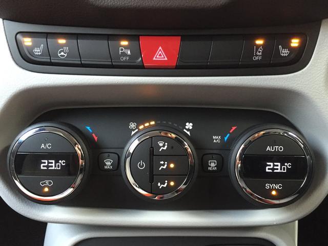 ★エアコンの操作パネルの上部にはシートヒーター、ステアリングヒーター、パークアシストなどのスイッチが施されています!とても使い勝手がよいシンプルな作りです!!