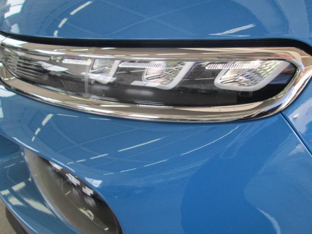 オートライト機能付きの、LEDデイタイムライト付きハロゲンヘッドライト。そして、その下にフロントフォグランプがつきます。また、シャインなので、標準装備で、コネクテッドカム(ドライブレコーダー)付です。