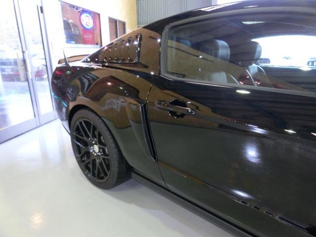 V8 GTクーペ グラスルーフ ザ ブラック 35台限定車(24枚目)