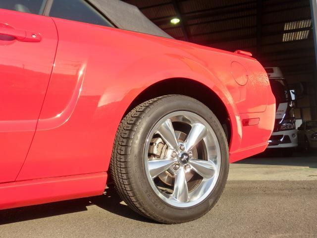 V8 GTコンバーチブル プレミアム 正規ディーラー車(16枚目)