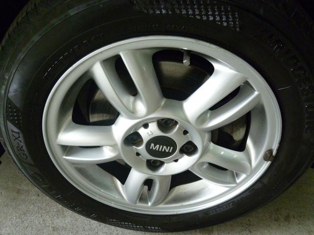 純正15インチアルミホイル。タイヤの溝も十分残ってます!