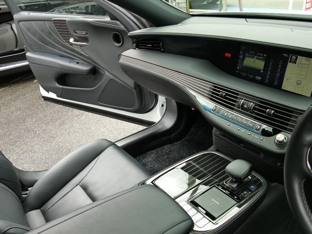 LS500 Iパッケージ 4WD 黒革S サンルーフ(17枚目)